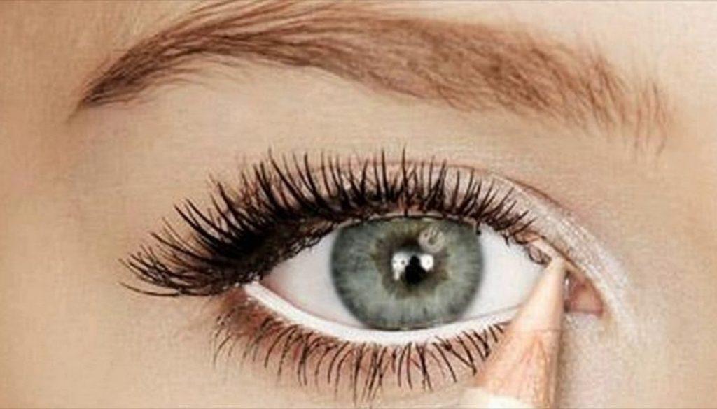 Hoe een oogpotlood gebruiken